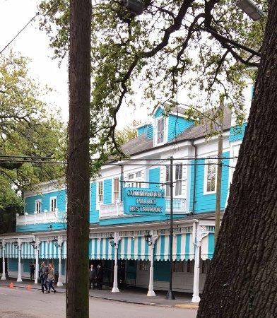 Exterior of restaurant located in garden district - Garden district new orleans restaurants ...