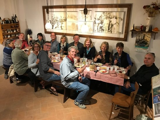 Agriturismo Cretaiole di Luciano Moricciani: Dinner after tour of family farm