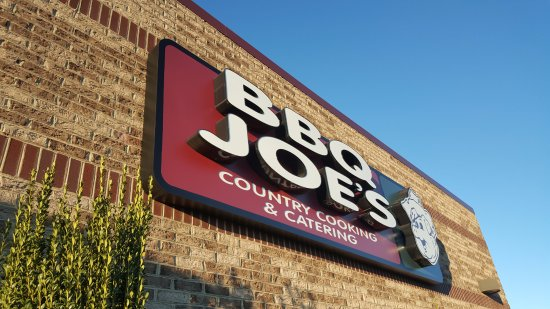 Trinity, Carolina do Norte: BBQ Joe's outside sign