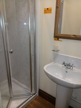 Kingsbridge, UK: Nice clean modern shower