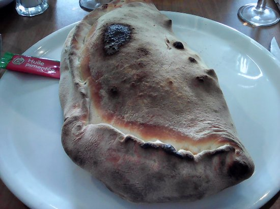 Saint-Cyprien, France: la calzone