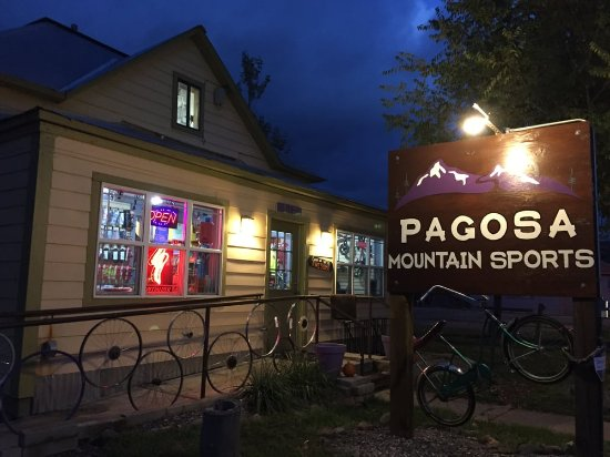 Pagosa Springs, CO: Pagosa Mountain Sports store front. The yellow building next to the ranger station, in downtown.