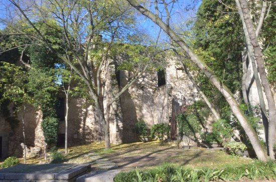 Girona, España: Ancient Ruins in the Gardens