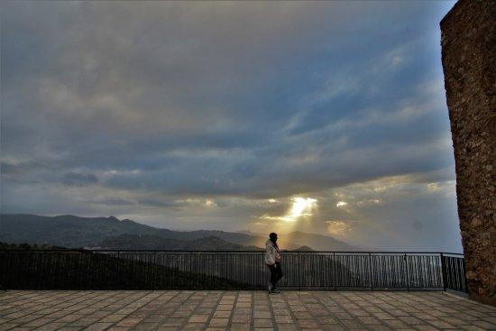 San Marco D'Alunzio, إيطاليا: La piazzetta ed il suo Belvedere !!!
