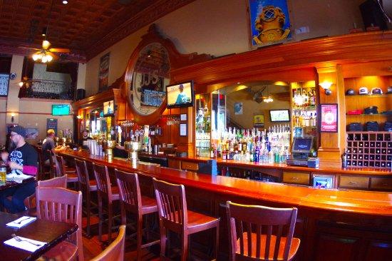 Mother's Tavern : Bar area