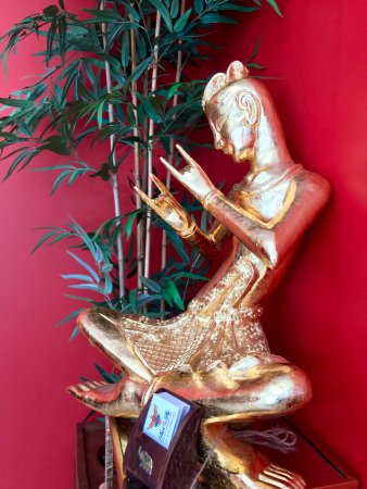 Westford, MA: Thai musician statue