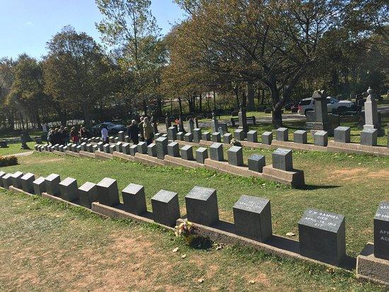 Fairview Lawn Cemetery: photo0.jpg