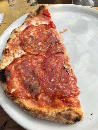 Pizzeria Villa Zuccaro: Tiramisu, wine, chees and pizza