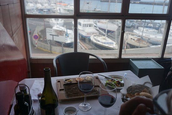 Where to Eat in Horta: The Best Restaurants and Bars