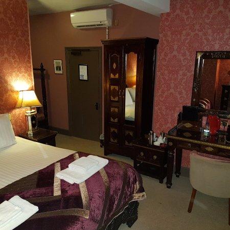 The Pembroke Arms Hotel: Kingsize bedroom