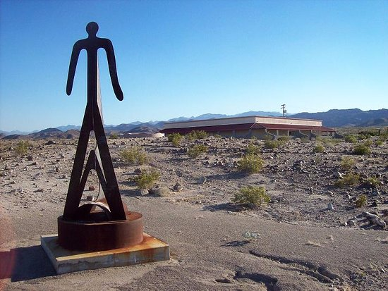 Ocotillo, CA: A great view of the Museum on the approach.