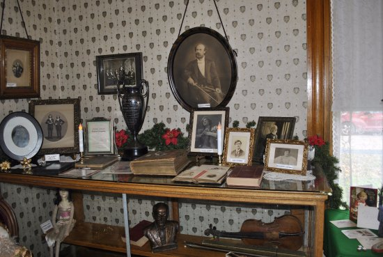 Neillsville, WI: Sheriff's Residence - East Parlor - Music Room / Listeman Family displays.