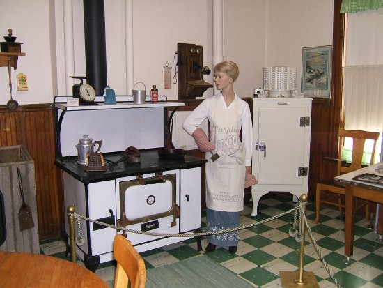 Neillsville, WI: Sheriff's Residence - Kitchen where meals were prepared for the Sheriff's family and prisoners a