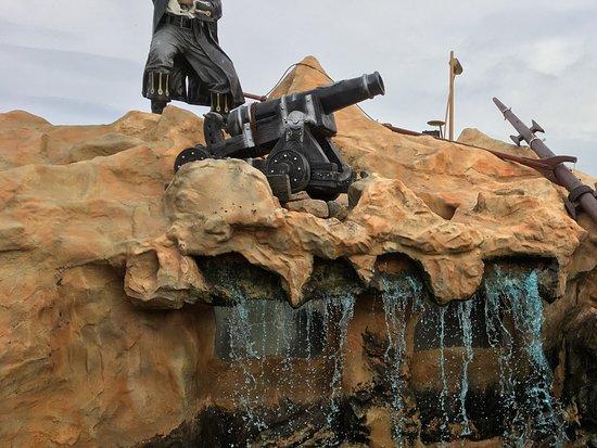 Pirates Cove Adventure Golf: Water hazards