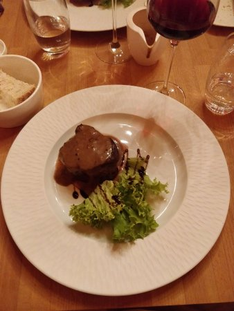 Black Angus beef tenderloin, fries, salad and pepper sauce