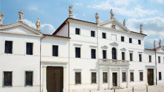 Aviano, İtalya: Facciata