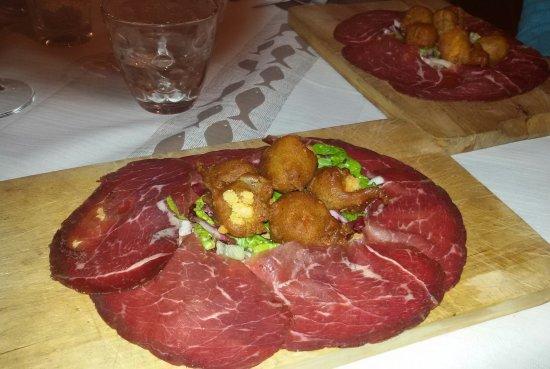 Vezza d'Oglio, Italien: Sciatt e bresaola
