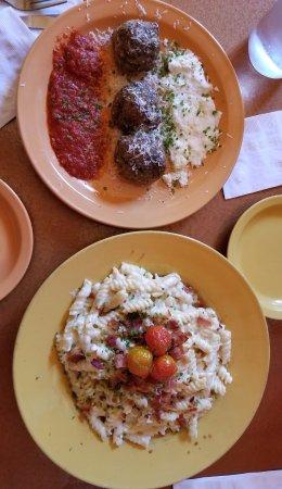 Cuttingsville, VT: Meatball appetizer & Mac & Cheese!