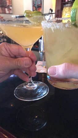 Leawood, KS: Excellent cocktails and a well stock bar
