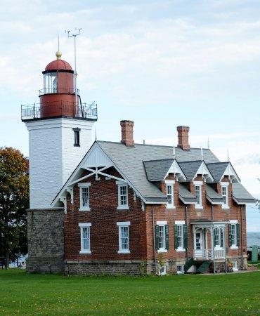 Dunkirk, Estado de Nueva York: Lighthouse and keepers quarters.