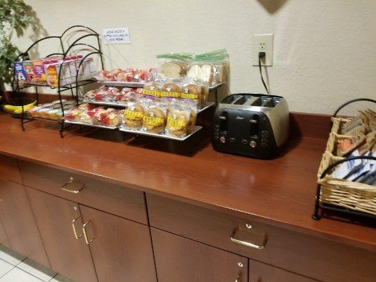 Jasper, GA: Breakfast room, hair dryer, soaps, etc.