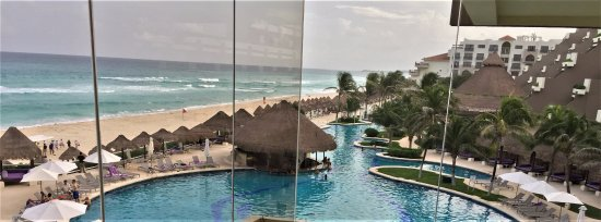 Paradisus Cancun: View from the Avenue Bar.
