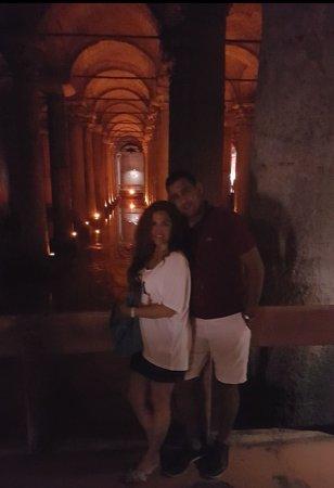 Ottoman Hotel Imperial: Frente al hotel está la Cisterna, donde al final del recorrido encontrarás a la medusa. Maravill