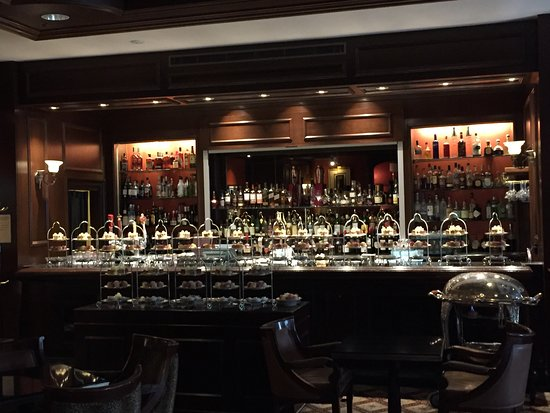 library bar the royal york hotel toronto downtown west. Black Bedroom Furniture Sets. Home Design Ideas