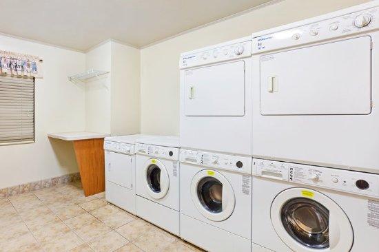 Staybridge Suites Charlotte Ballantyne : Laundry Facility