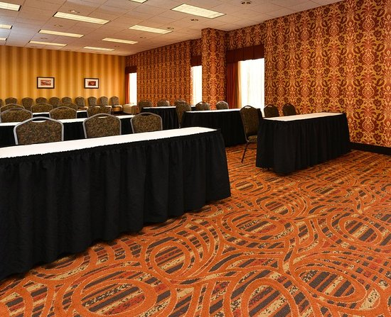 Carol Stream, IL: Meeting Room - Front