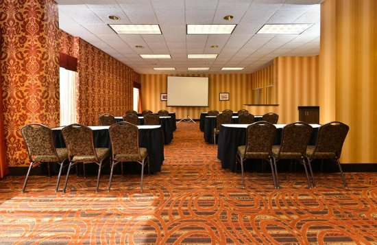 Carol Stream, IL: Meeting Room - Rear