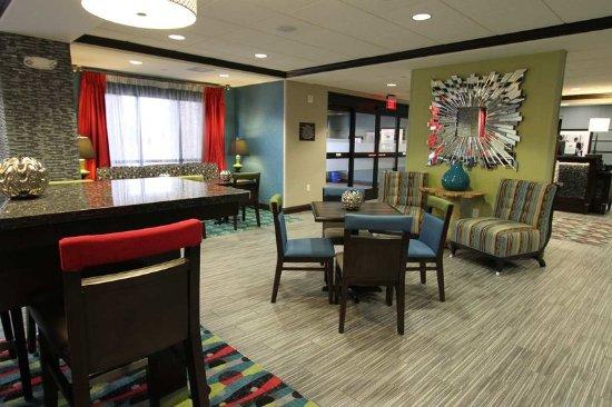 Hampton Inn Iowa City/University Area : Hotel Lobby