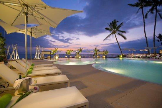 Hilton Puerto Vallarta Resort: Pool at Sunset