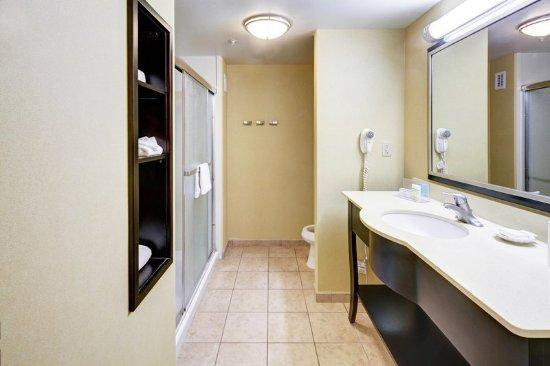 Hampton Inn and Suites Tamarac - Shower
