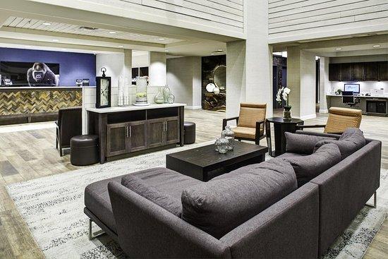 Pittsburg, Канзас: Hotel Lobby