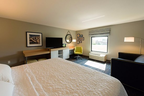 Superior, WI: King Room with Microwave