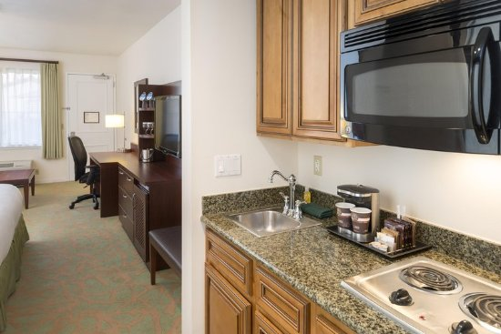 Campbell, CA: Poolside Kitchenette