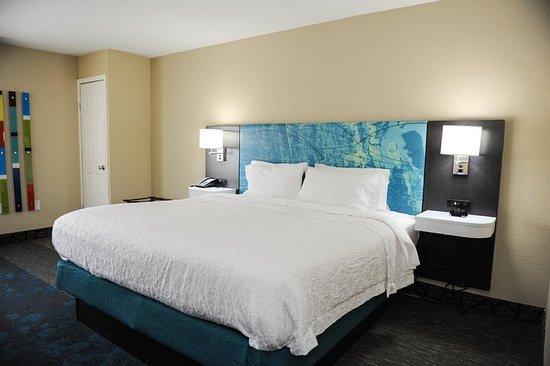 Hampton Inn St. Augustine-Historic District: Standard King Guest Room