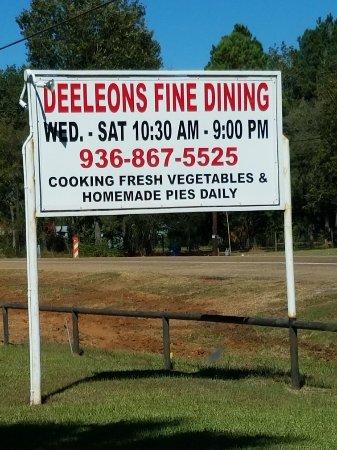 Wells, TX: DeeLeons