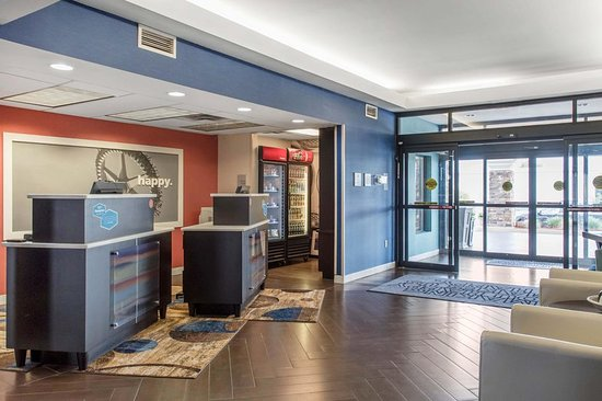 Douglas, GA: Lobby and Front Desk