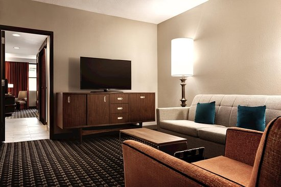 One Bedroom Suite Parlor Picture Of Doubletree By Hilton Hotel Atlanta Downtown Atlanta