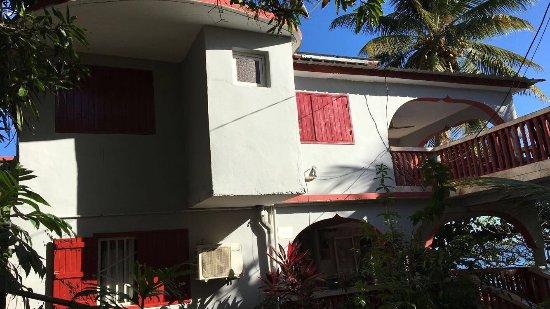 Boueni, Mayotte: Les Pieds dans l'Eau