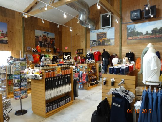Tillamook, OR: Gift shop - hats, t-shirts, posters and other knick-knacks