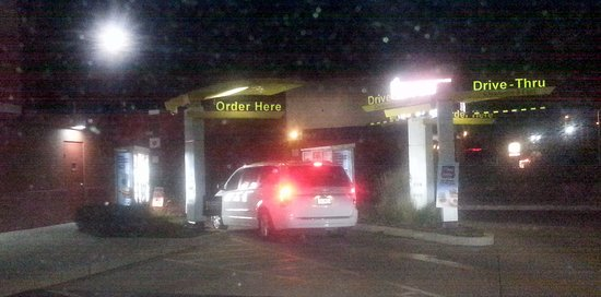 Elgin, IL: dual lane drive-thru at McDonald's