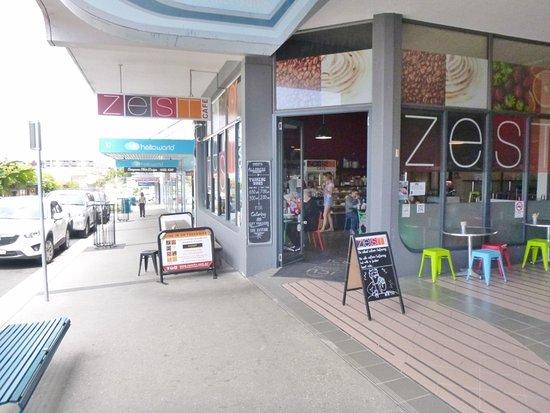 Zest Cafe: Street frontage