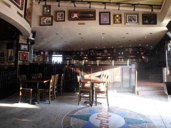 Hard Rock Cafe Sharm El Sheikh : Empty bar