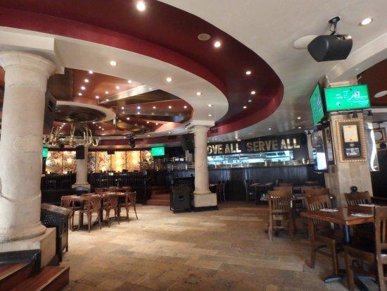 Hard Rock Cafe Sharm El Sheikh : Empty lunch time