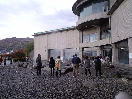 Suwa, Japonia: 訪湖間欠泉センター 外観