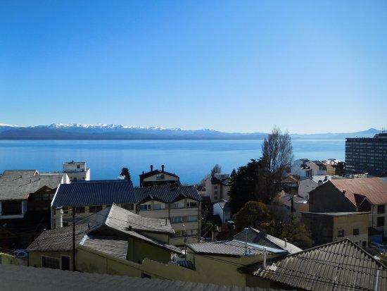 View Boutique Hotel: Vista del Lago Nahuel Huapi en la mañana desde la terraza