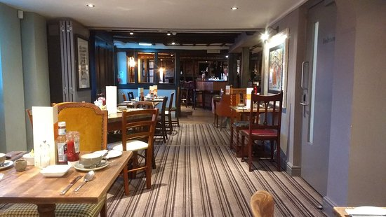 Thaxted, UK: Cosy country pub with a plush new interior